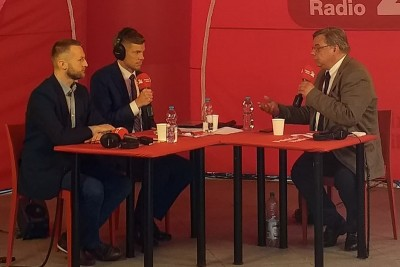 debata wyborcza - Polskie Radio 24 - plac Wolności Bydgoszcz - Kosma Złotowski (PiS), Paweł Szramka (Kukiz 15) - JS