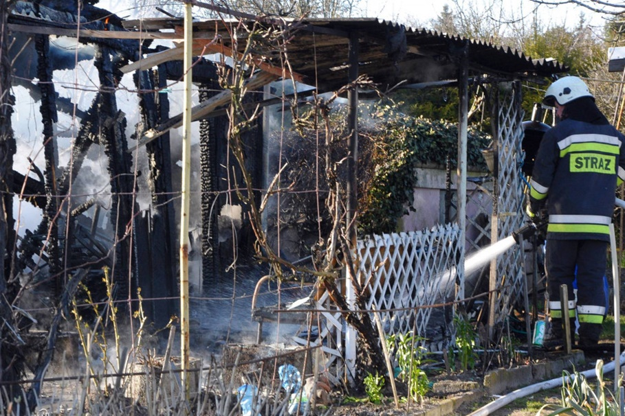 pożar altany działkowej - Szubin - MR-7