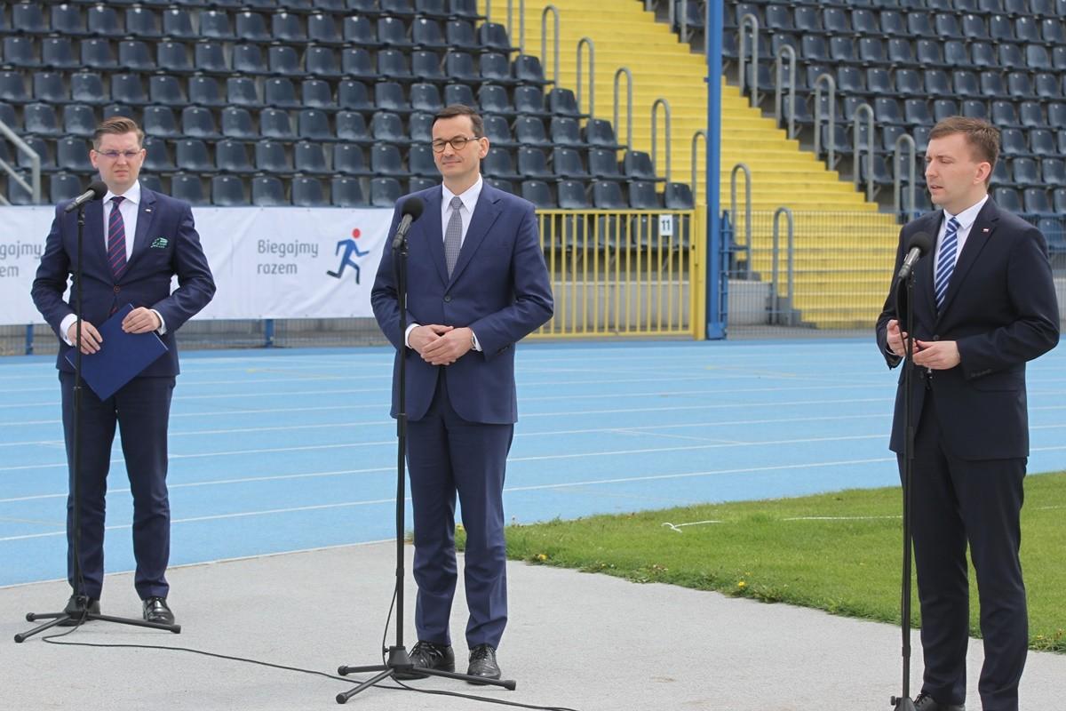 Adrian Mól, Mateusz Morawiecki, Łukasz Schreiber - konferencja CWZS Zawisza Bydgoszcz - SF