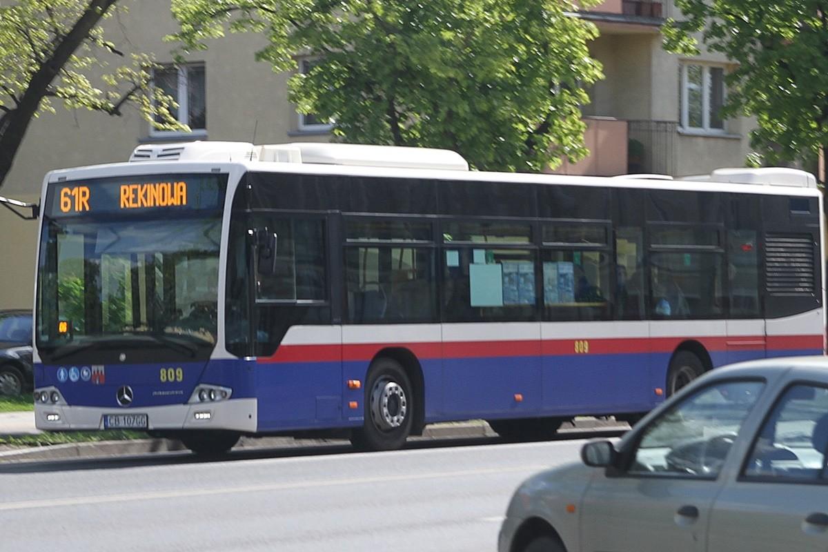 Autobus - linia 61R, kierunek Rekinowa - SF