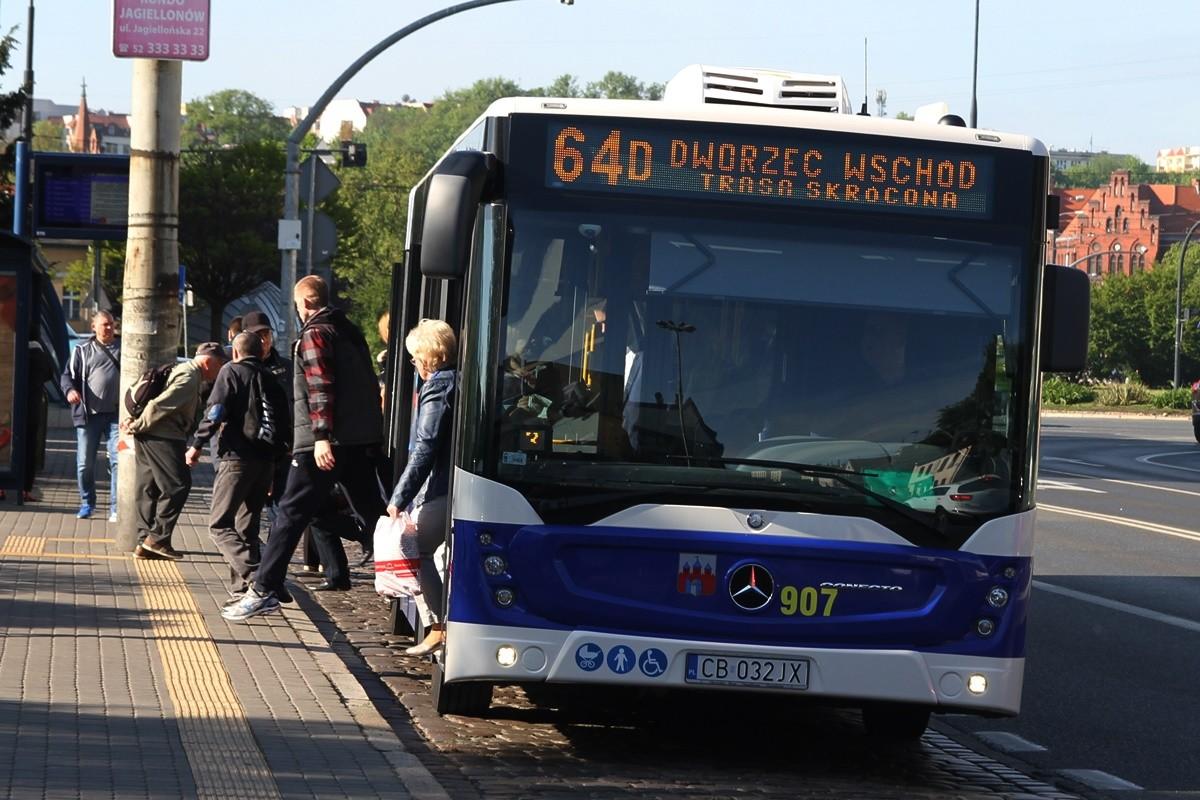 Autobus - linia 64D, kierunek Dworzec Wschód - przystanek rondo Jagiellonów - SF