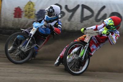 Polska Liga Żużlowa (2 Liga)_ Zooleszcz Polonia Bydgoszcz - Speedway Wanda Kraków_ bieg 6 - Matic Ivacic (cz), Dominik Kossakowski (b) - SF