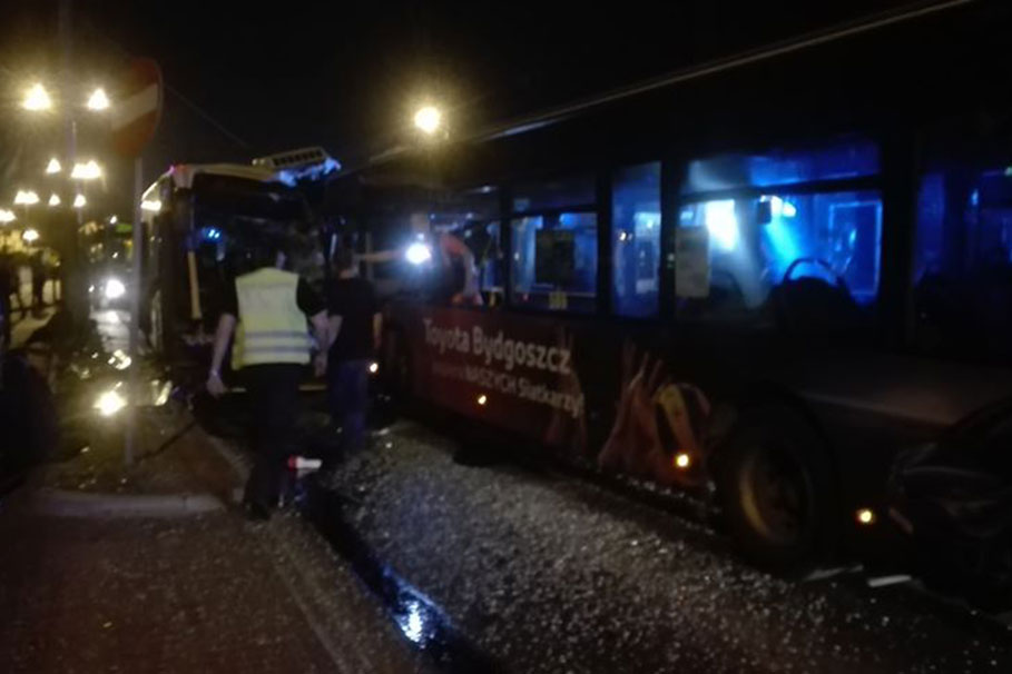 wypadek_plac_koscieleckich_bernardynska_autobusy_nocne_001_nadeslane