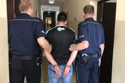 zatrzymanie_ próba podpalenia policji - KPP Nakło
