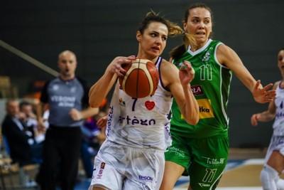 Energa Basket Liga Kobiet_ Artego Bydgoszcz - Pszczółka Polski Cukier AZS UMCS Lublin_ Agnieszka Szott-Hejmej, Kateryna Rymarenko - RW