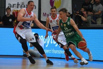 I liga koszykarzy_ Enea Astoria Bydgoszcz - FutureNet Śląsk Wrocław_ Jakub Dłuski, Marcin Nowakowski - Robert Skibniewski - SF