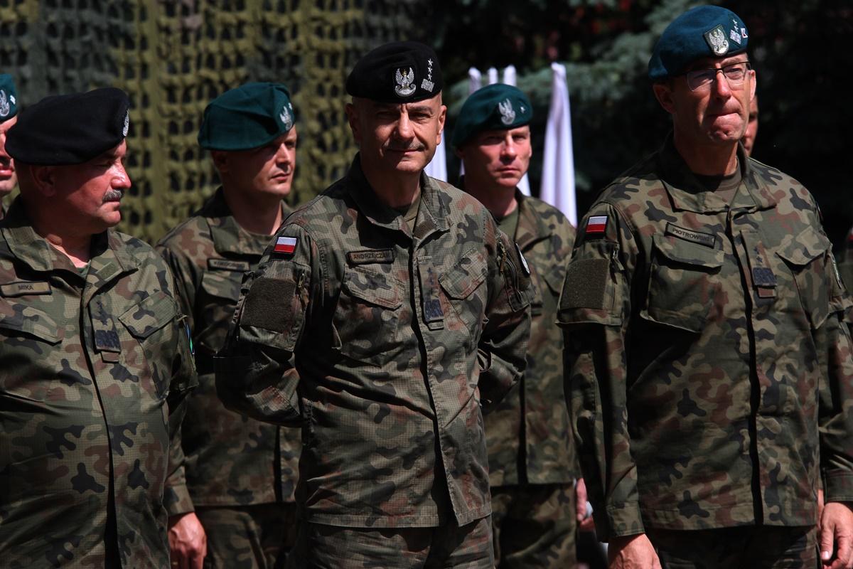 gen. Tomasz Piotrowski, gen. Rajmund Andrzejczak, gen. broni Jarosław Mika