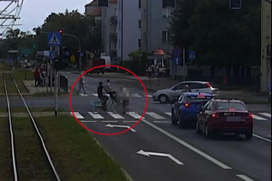 wypadek - kraszewskiego toruń - KMP Toruń, kadr z monitoringu