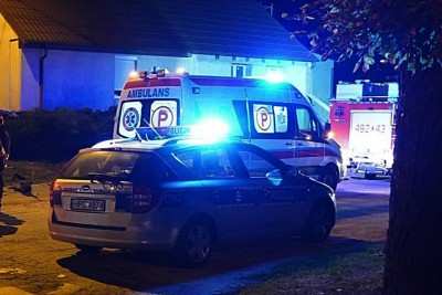 Ambulans, policja - na sygnale - MR