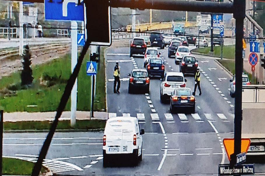 policja_monitoring_rondo_torunskie_270919_002_KWPBydgoszcz