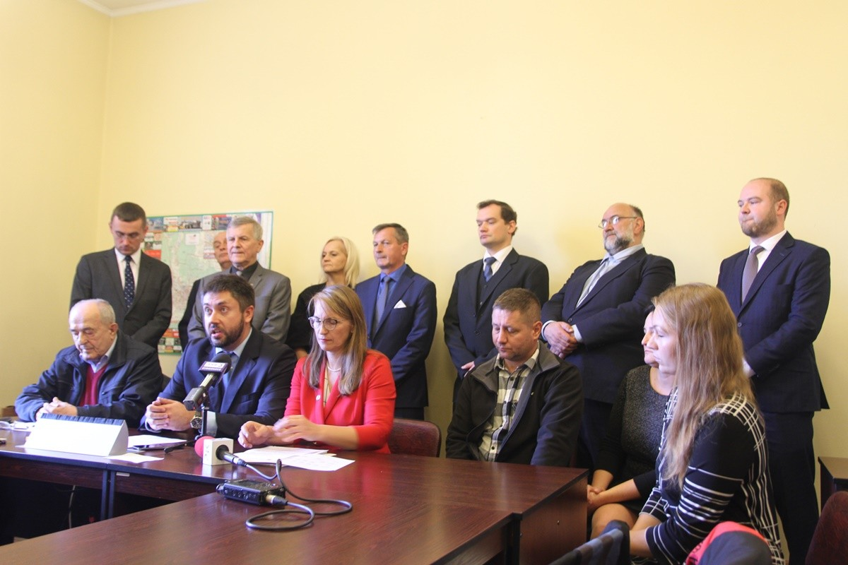 11-10-2019_ konferencja radnych PiS po przerwaniu sesji RM Bydgoszcz - SF