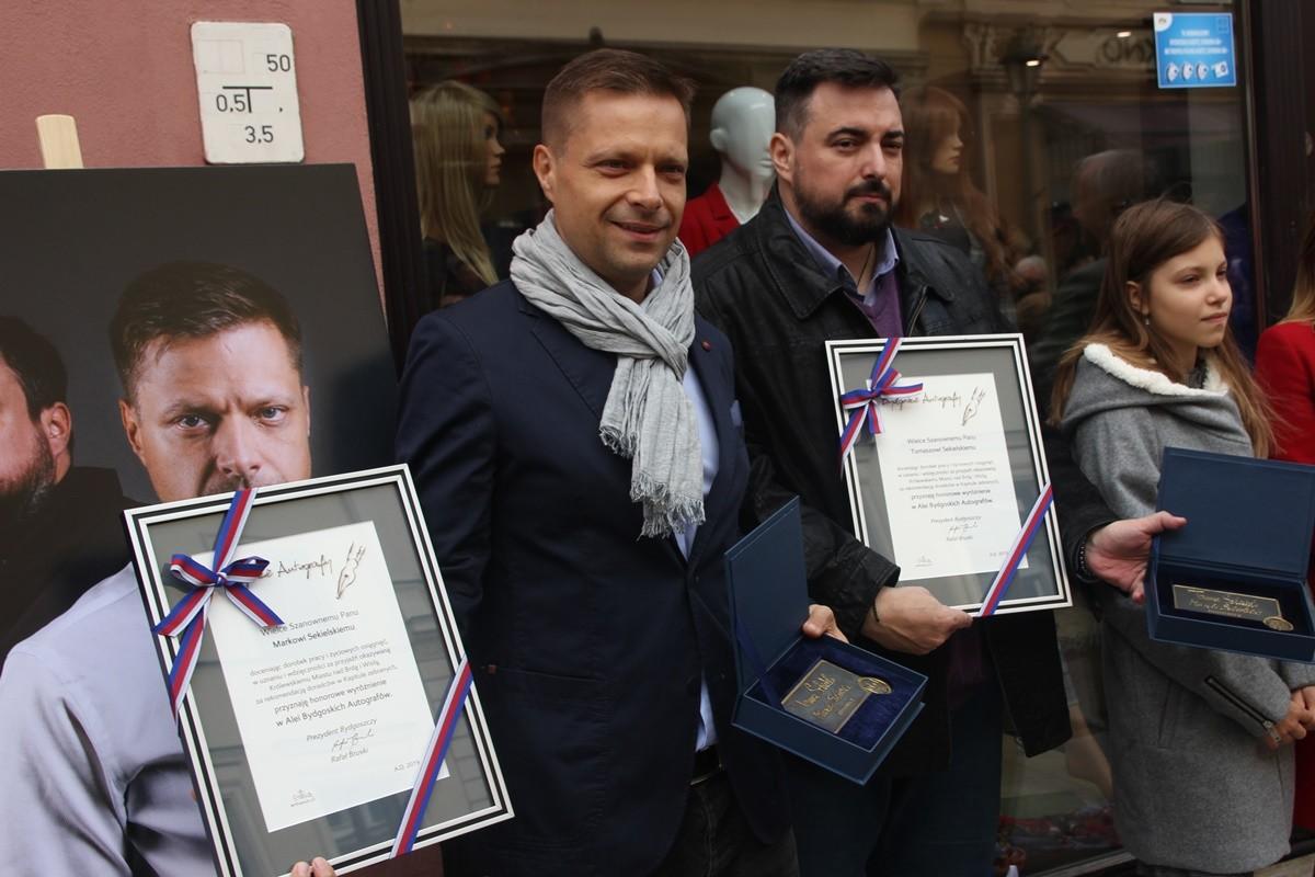 12-10-2019_ odsłonięcie autografów, Bydgoska Aleja Autografów - Tomasz Sekielski, Marek Sekielski - SF-2