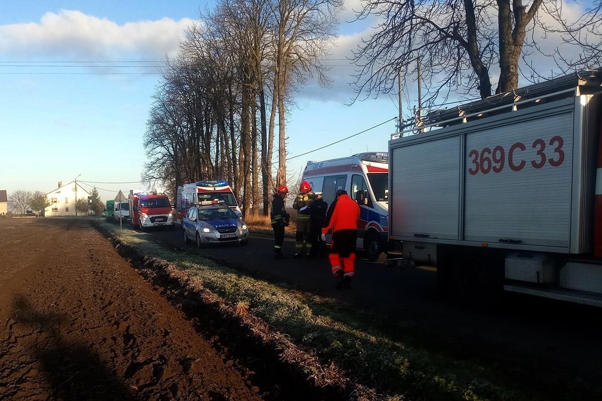30-10-2019_ wypadek droga powiatowa 2915C Koniec (gm. Lubraniec) - OSP Lubraniec (1)