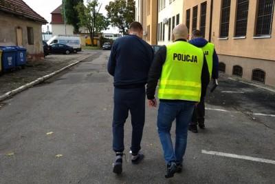 4-10-2019_ zatrzymanie - podejrzany o użycie siekiery w UM Grudziądz_ KMP Grudziądz