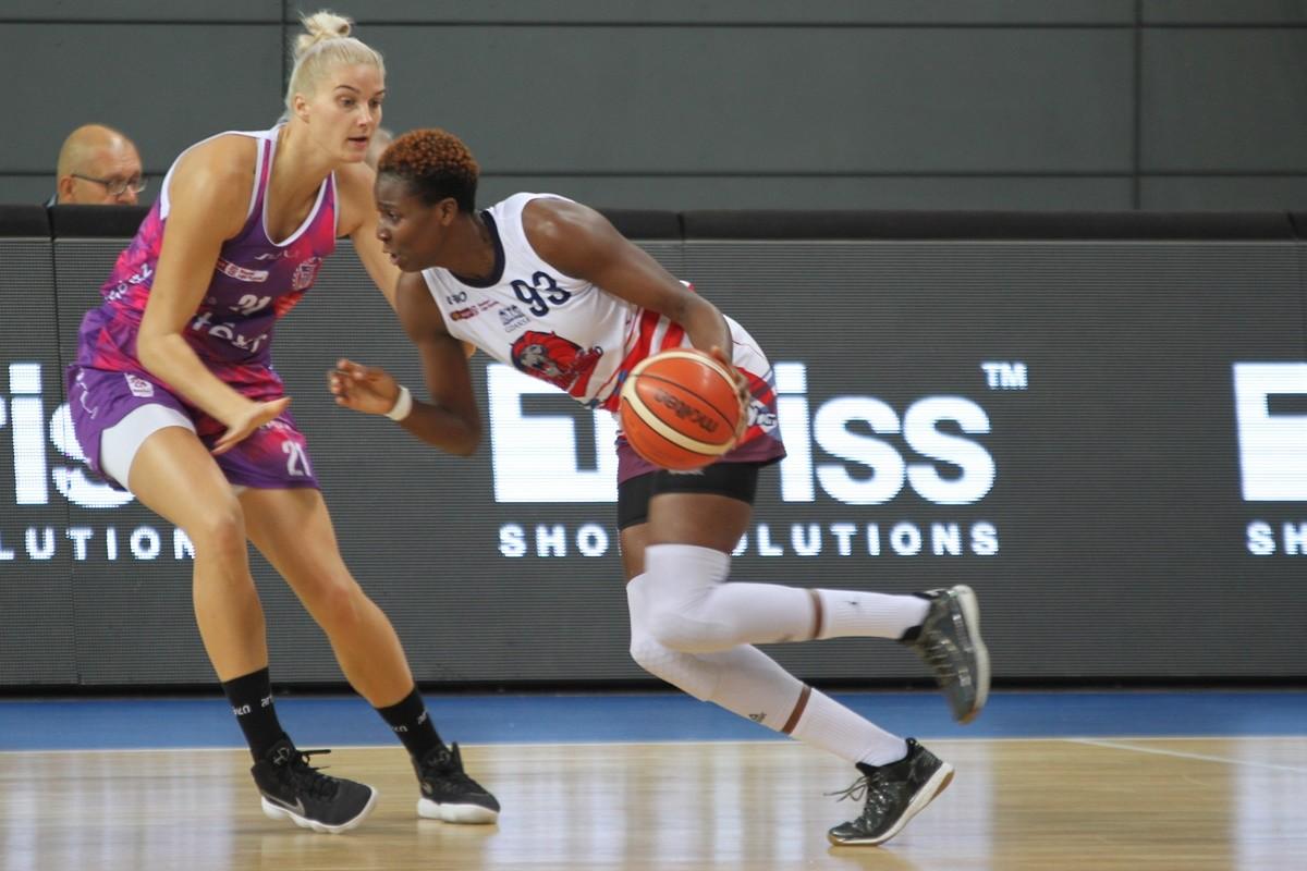 9-10-2019_ Energa Basket Liga Kobiet - 2 kolejka_ Artego Bydgoszcz - DGT Politechnika Gdańska - Laura Miskiniene, Alice Nayo - SF
