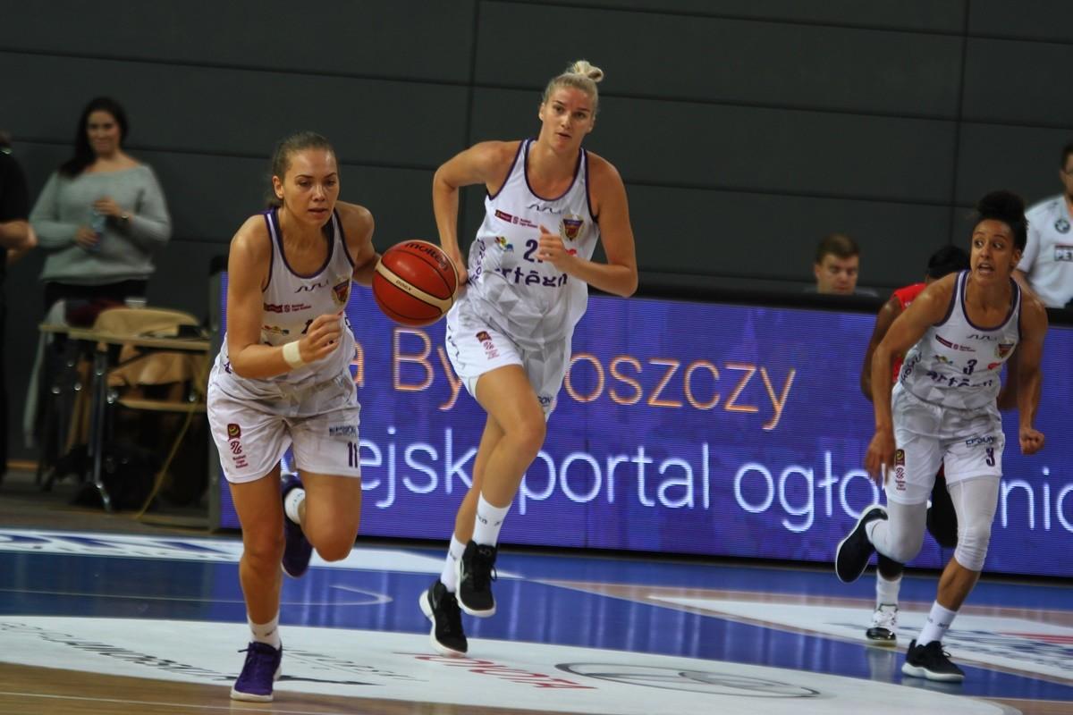 Artego Bydgoszcz_ Kateryna Rymarenko, Laura Miskiniene, Briana Kiesel - JS