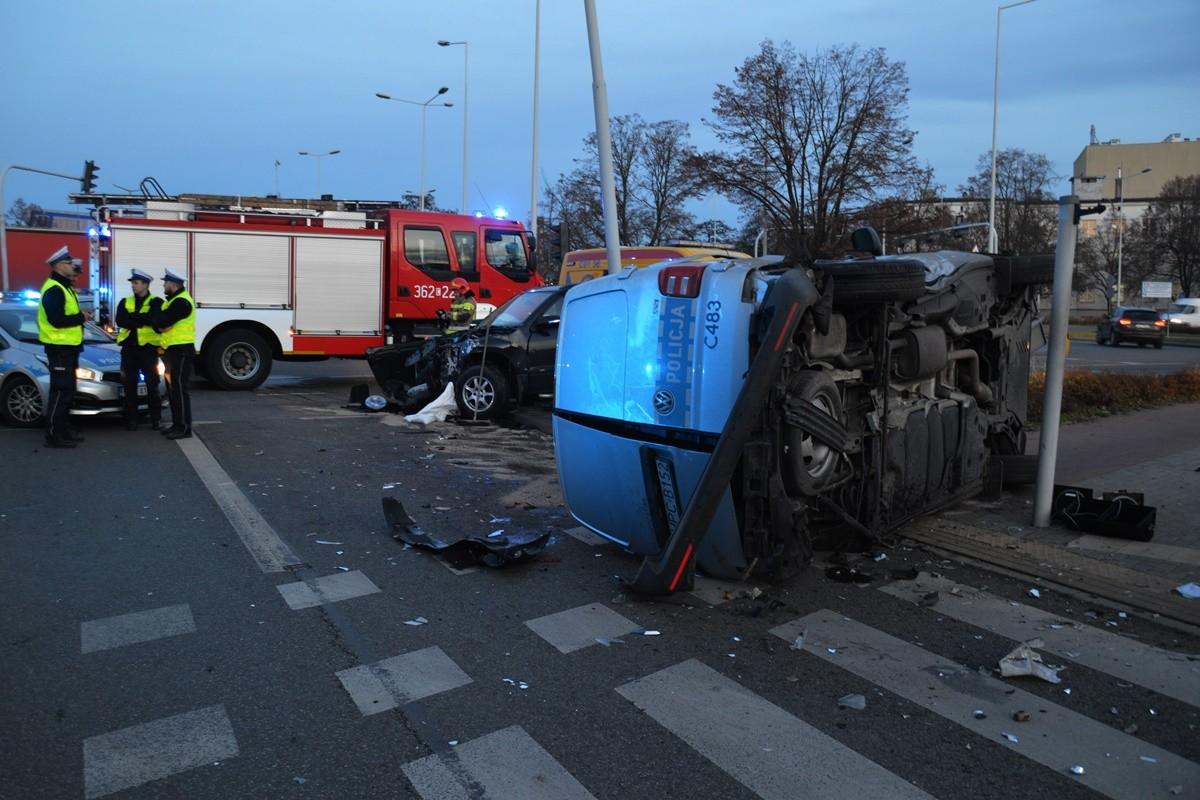 19-11-2019_ wypadek policyjnego radiowozu Włocławek - nadesłane
