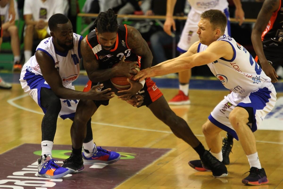 2-11-2019_ koszykówka, Energa Basket Liga_ HydroTruck Radom - Enea Astoria Bydgoszcz - AJ Walton, Filip Zegzuła, Obie Trotter - SF