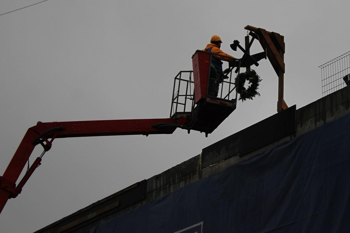 21-11-2019_ zawieszenie wiechy_ budowa IPN_ Grudziądzka Bydgoszcz - SF (9)