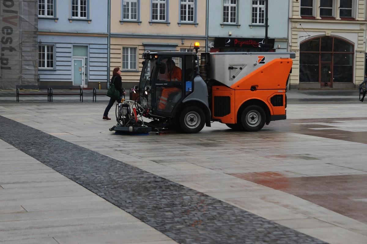 Czyszczenie płyty_ Stary Rynek Bydgoszcz - SF