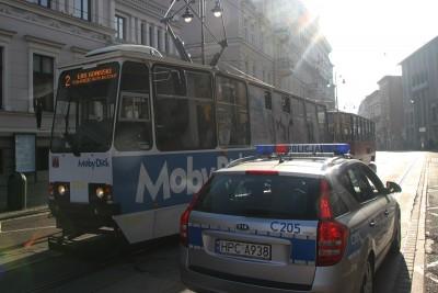 Plac Wolności_ tramwaj, linia 2 kierunek Las Gdański, policja - SF
