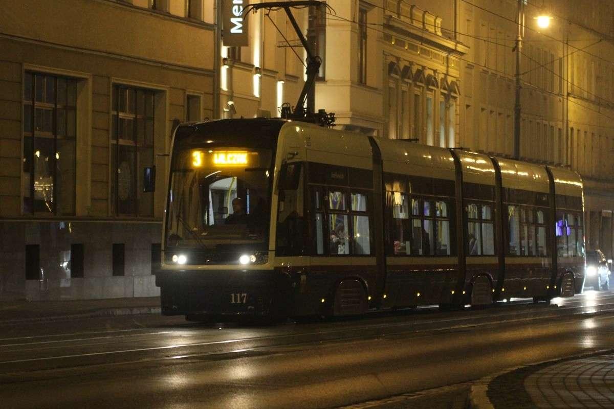Tramwaj - linia 3, kierunek Wilczak - SF