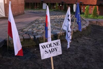 1-12-2019_ pikieta wsparcia dla sędziów, pomnik Kazimierza Wielkiego w Bydgoszczy - JS (6)
