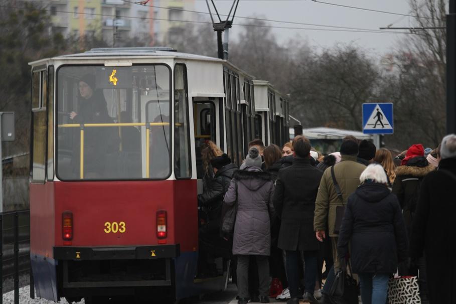 12-12-2019_ tramwaje, Górny Taras Miasta_ linia 4-kierunek Glinki - SF