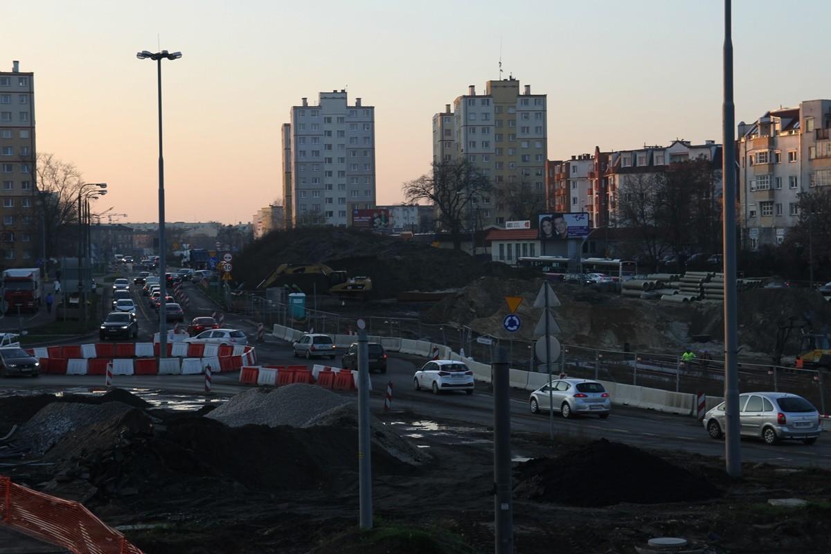 5-12-2019_ budowa linii tramwajowej_ rondo Kujawskie Bydgoszcz - SF (8)