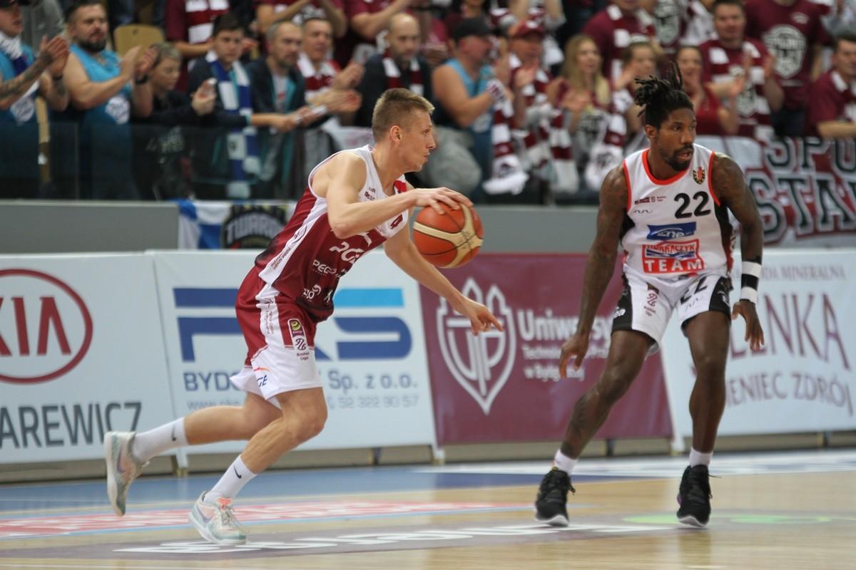 7-12-2019_ koszykówka, Energa Basket Liga_ Enea Astoria Bydgoszcz - PGE Spójnia Stargard_ AJ Walton, Tomasz Śnieg - SF