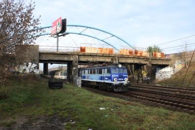 Bydgoszcz-przejazd kolejowy-pociąg PKP InterCity-SF
