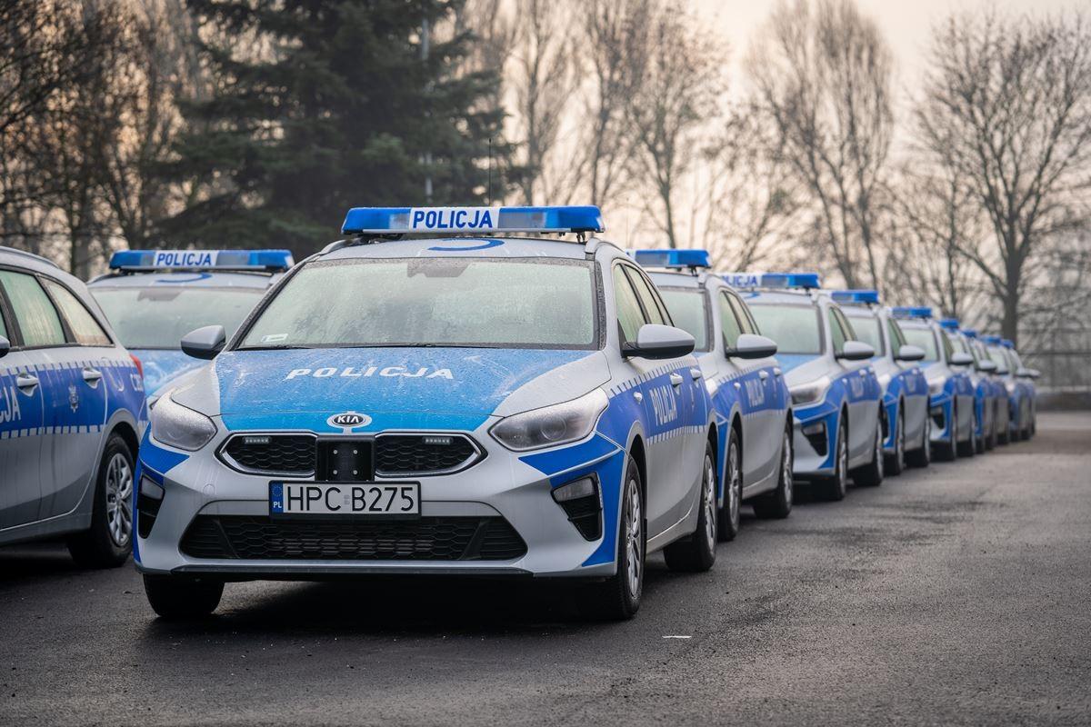 policja kwp bydgoszcz nowe radiowozy samochody  (2)