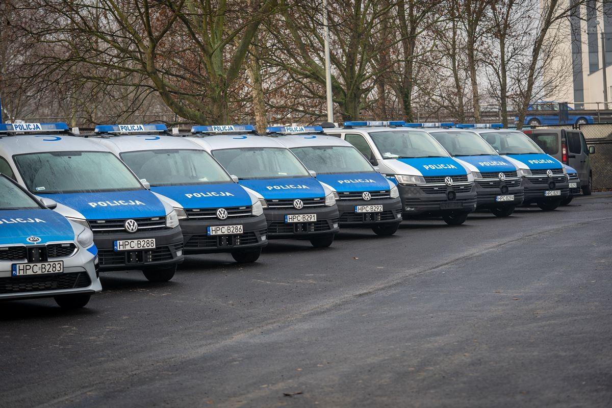 policja kwp bydgoszcz nowe radiowozy samochody  (8)