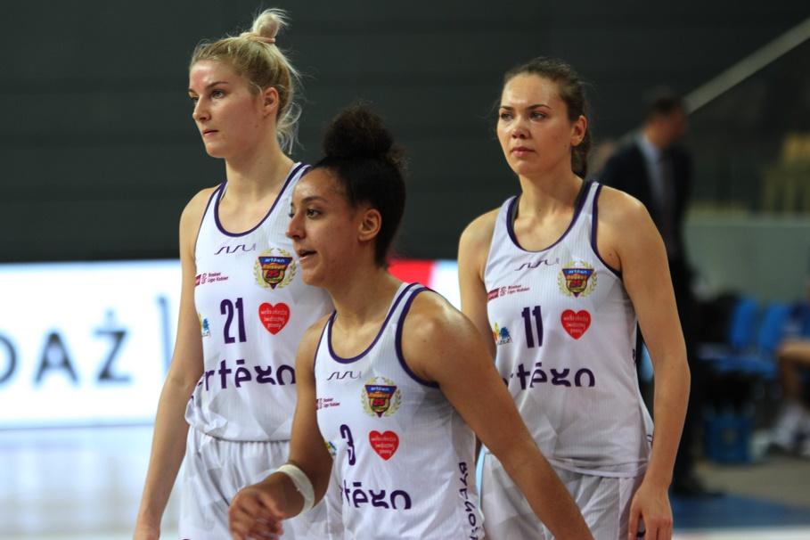 12-01-2020_ koszykówka, Energa Basket Liga Kobiet_ Artego Bydgoszcz - Wisła Kraków - Laura Miskiniene, Brianna Kiesel, Kateryna Rymarenko - SF (12)