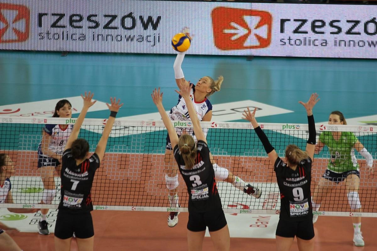 18-01-2020_ siatkówka, Liga Siatkówki Kobiet_ Bank Pocztowy Pałac Bydgoszcz - Developres Rzeszów_ Izabella Rapacz - SF