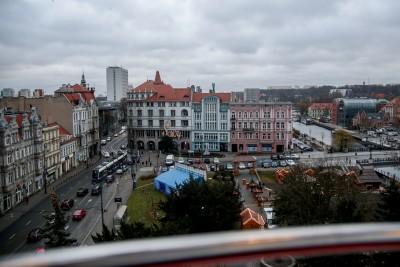 Bydgoszcz - widok z koła młyńskiego_ kamienica Savoy, plac Teatralny - SF