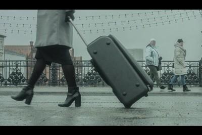kobieta z walizką bydgoszcz