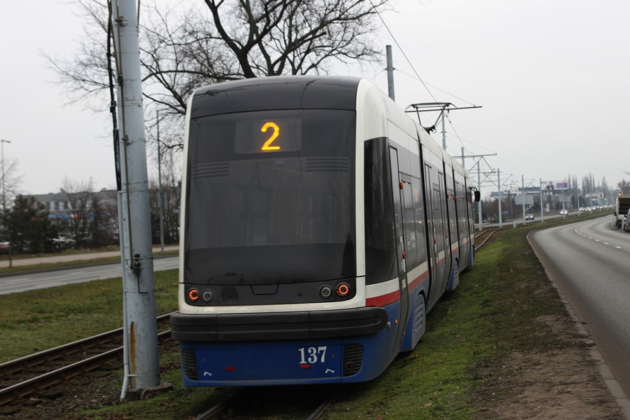 tramwaj_Pesa Swing_linia 2, kierunek Wyżyny_ rondo Toruńskie - SF