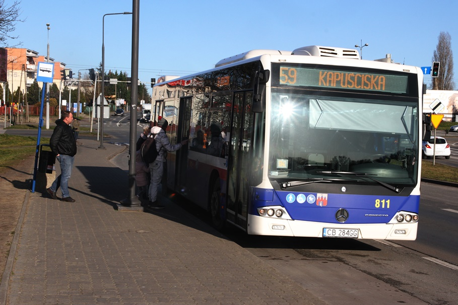 Autobus - linia 59, kierunek Kapuściska_ przystanek most Kazimierza Wielkiego - SF