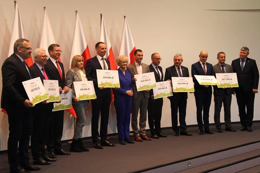 Kujawsko-Pomorski Urząd Wojewódzki_ konferencja - wręczenie promes na budowę miejsc dla dzieci - SF
