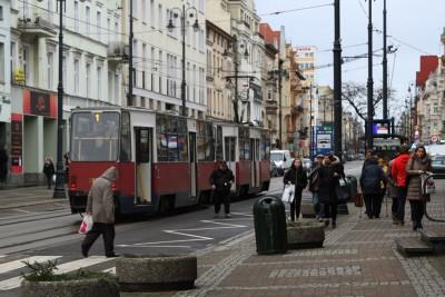 plac Wolności_ tramwaj, linia 1-kierunek Las Gdański - SF
