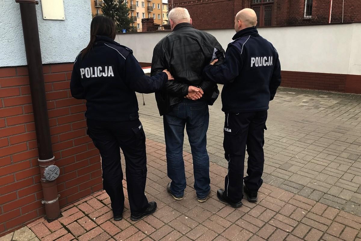 występ_zatrzymanie podejrzanego_potrącenie policjanta_KPP Nakło