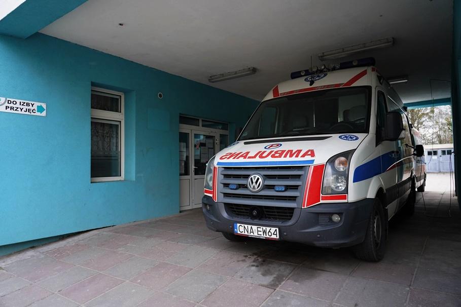 Nowy Szpital Szubin_ Ambulans_ na sygnale_ MR