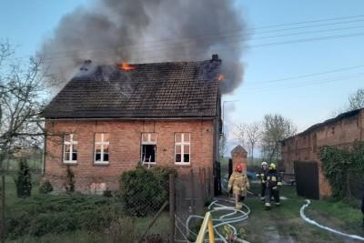 22-04-2020_ pożar budynku Tupadły - OSP Kruszwica