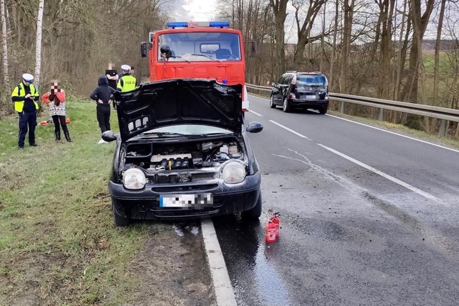 4-04-2020_ pożar samochodu, Orzełek_DK25 - Więcbork112.pl, ratownictwo powiatu sępoleńskiego