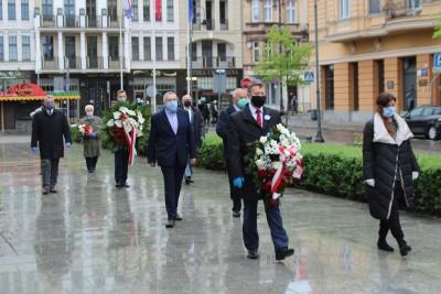 1-05-2020_ święto pracy, 1 maja, złożenie kwiatów - plac Wolności Bydgoszcz - JS (9)