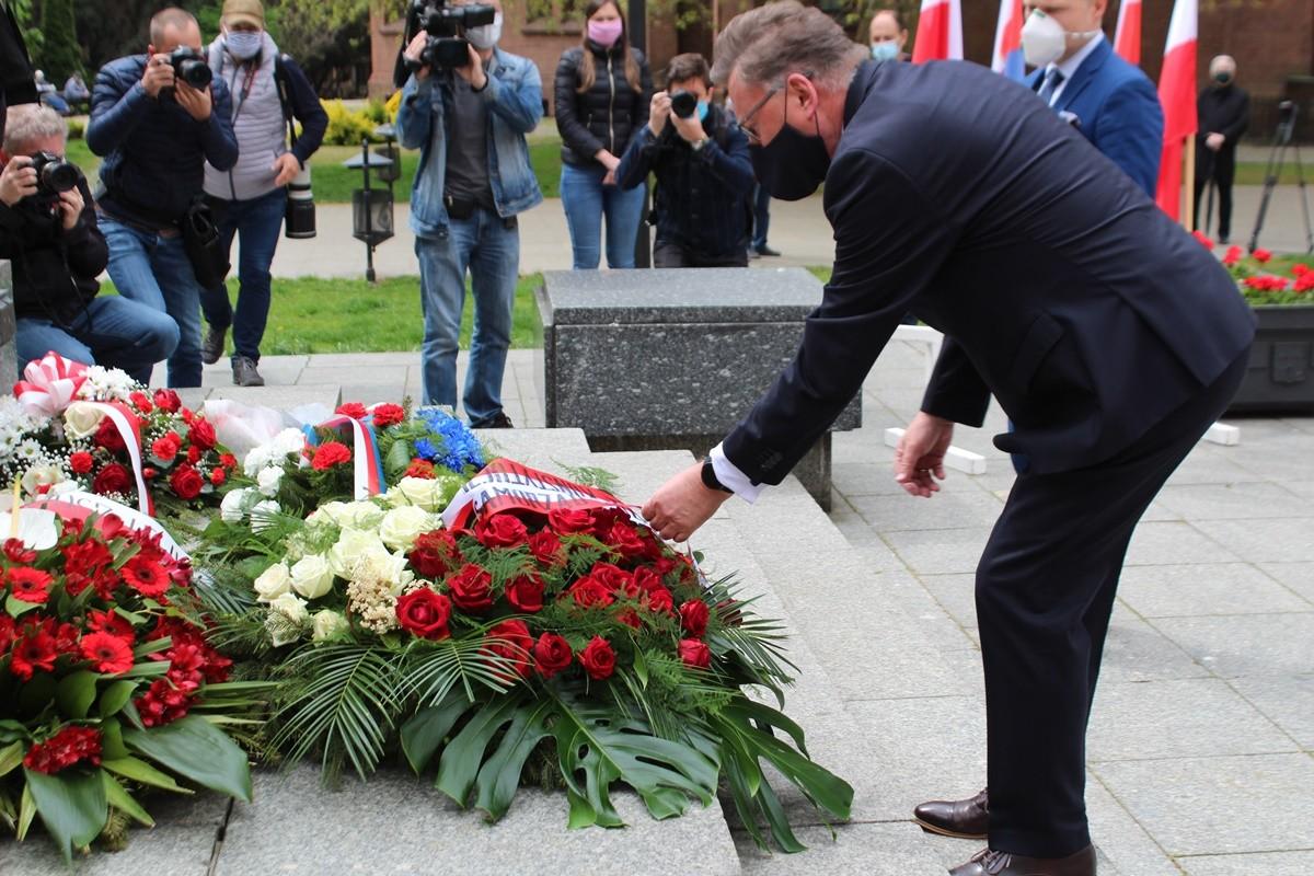 3-05-2020_ święto Konstytucji 3 Maja_ złożenie kwiatów_ plac Wolności Bydgoszcz - JS (19)