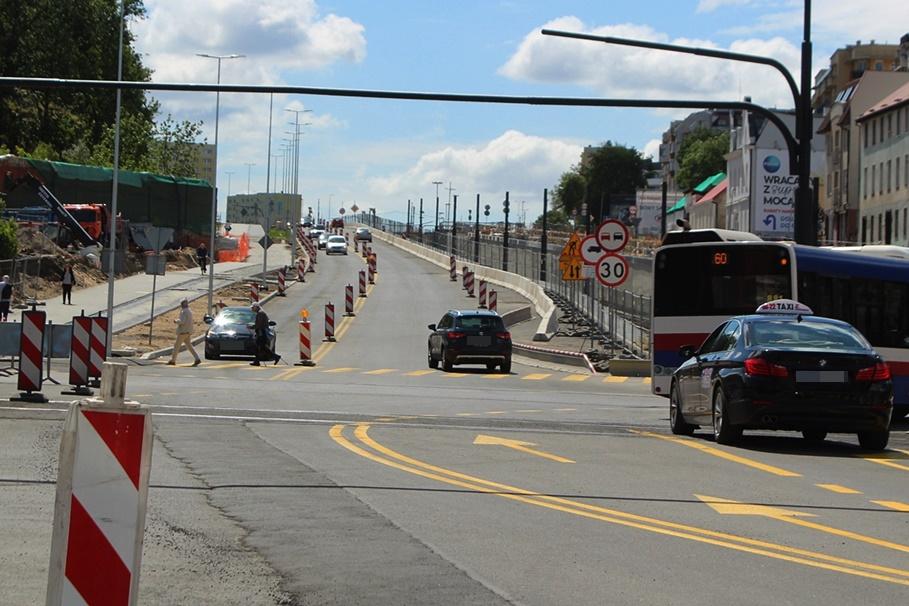 30-05-2020_ budowa linii tramwajowej_ Kujawska, rondo Bernardyńskie Bydgoszcz - JS (26)
