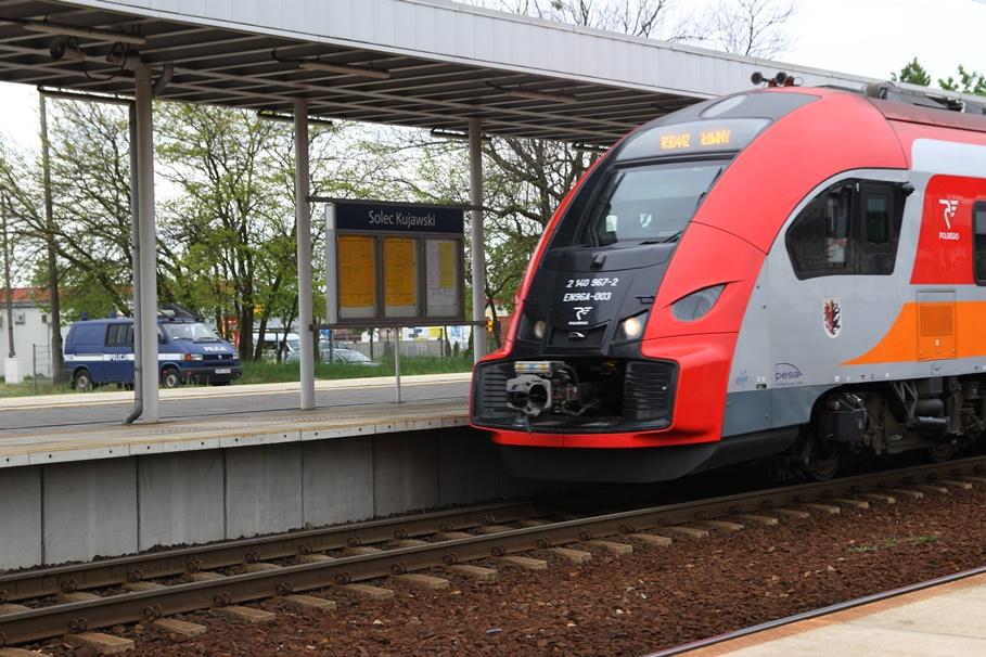 Dworzec PKP Solec Kujawski - pociąg POLREGIO - SF