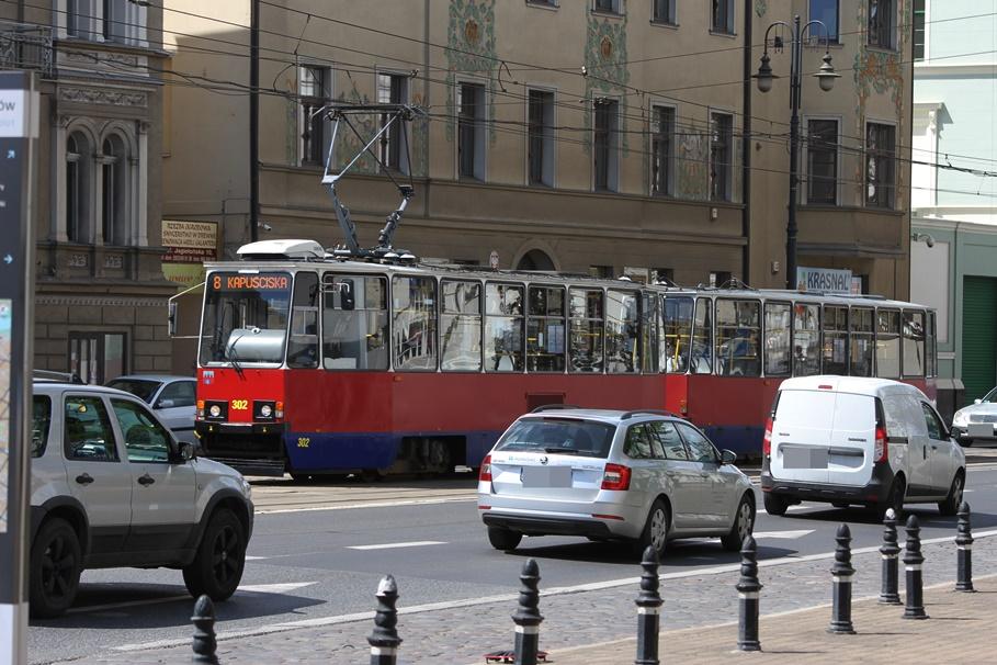 Jagiellońska_Bydgoszcz_tramwaj - linia 8, kierunek Kapuściska_Traffic - SF